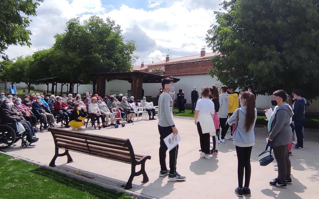 Celebración de día de la Solidaridad Intergeneracional en la Residencia Nueva Oliva